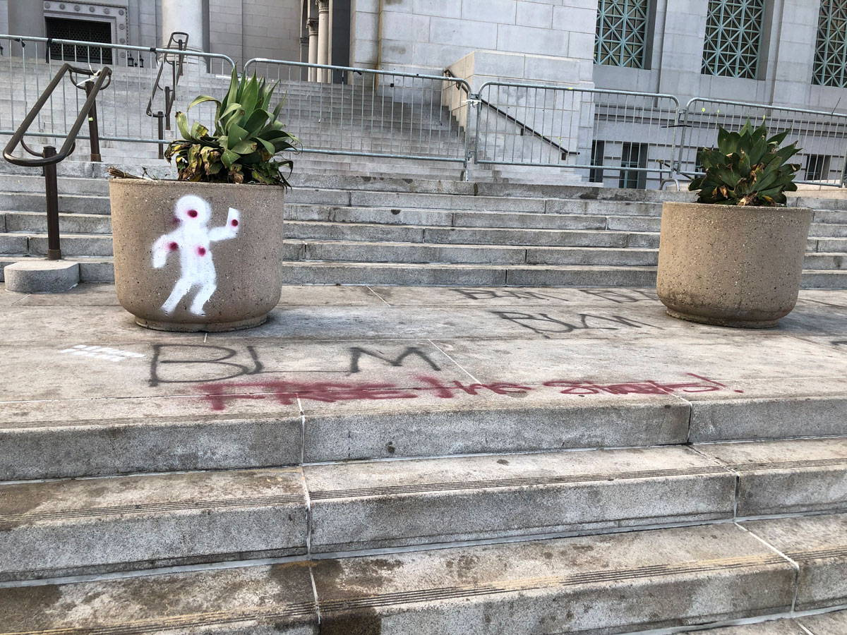 los angeles city hall after the protests in 2020