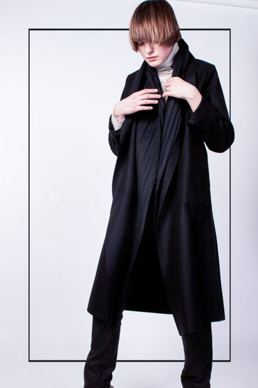 Total black - черное пальто с двойным бортом #25