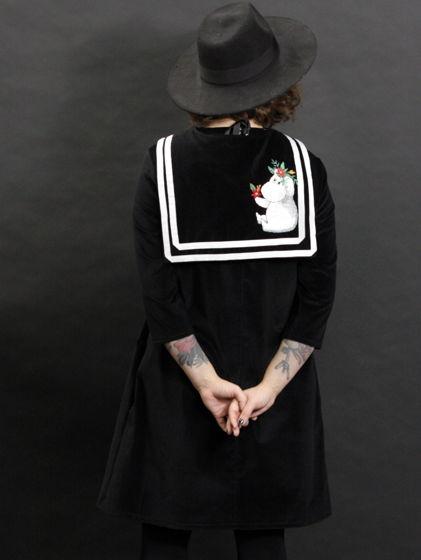 Бархатное платье с вышивкой