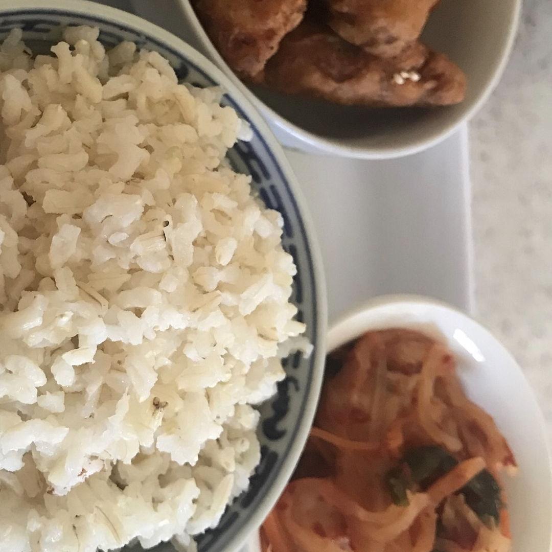 Korean fried chicken, kimchi and rice 🍚 ✌🏻