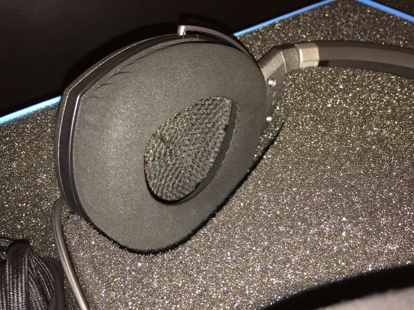 Sennheiser Electronics HD 700 Excellent Condition