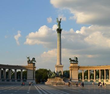 Главная площадь Будапешта и ее окрестности
