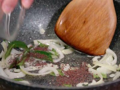 Temper aromatics and spices