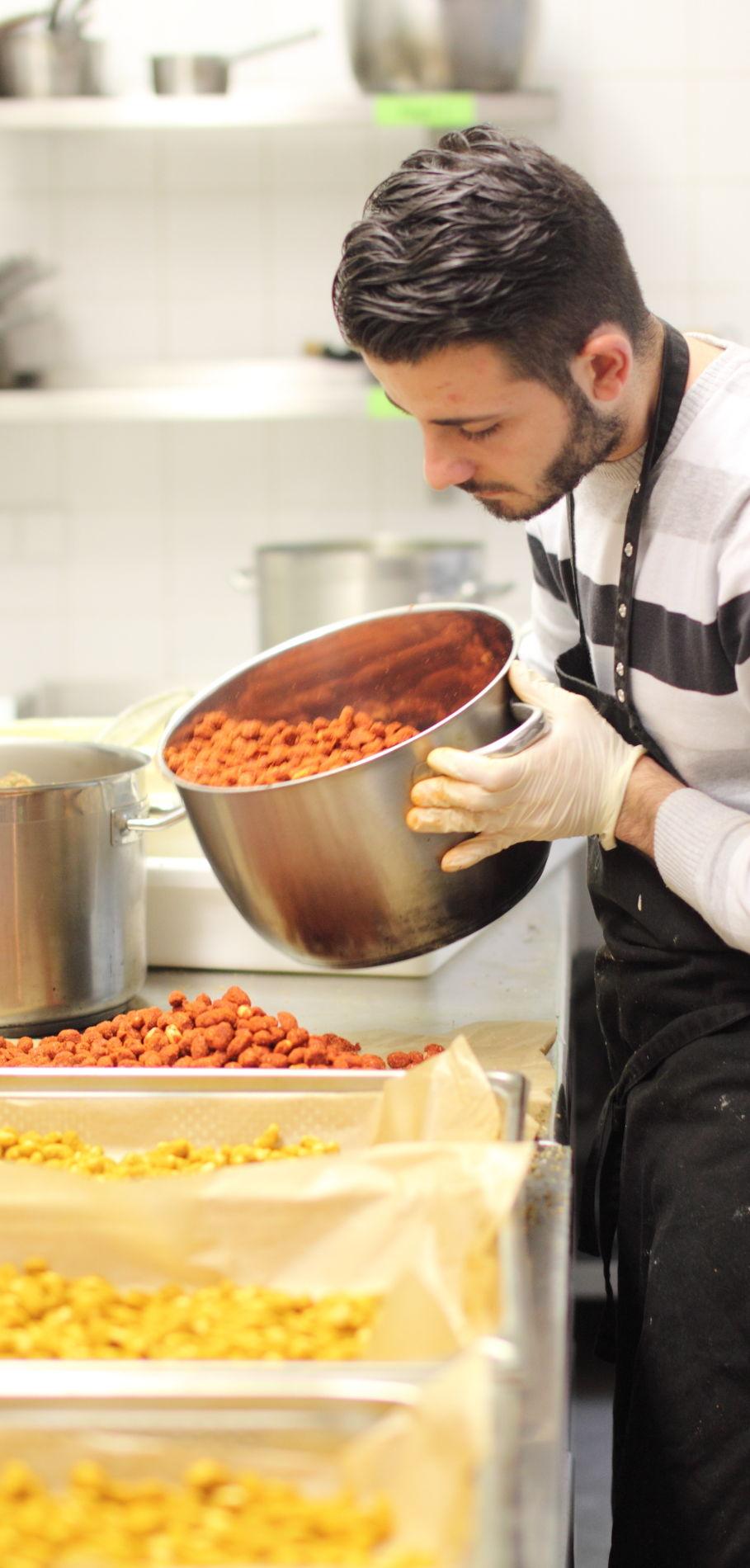Herstellung von Gewürznüssen in der Kulturküche