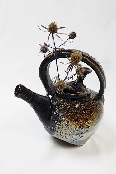 Керамическая ваза-сосуд в форме чайника