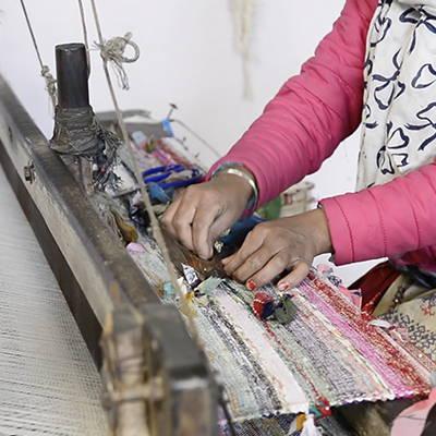 act for ethics, mouvement social et solidaire, commerce équitable, indépendance des femmes , saris népalais, tapis de yoga, upcycling, métier à tisser