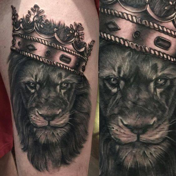 Tatouage Lion Couronne Doree