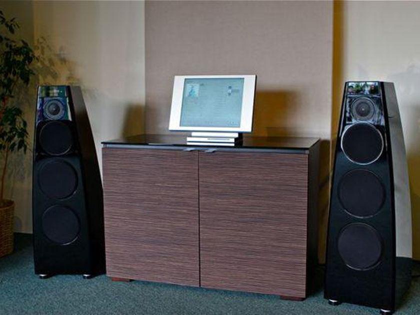 Meridian DSP-7200 digital active speakers