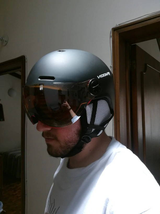 casque trottinette electrique visiere solide
