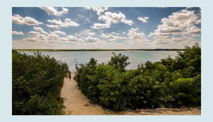 wake beach sandweg zum see