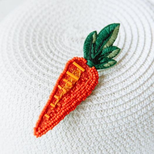 Брошь вышивка бисером «Морковь»