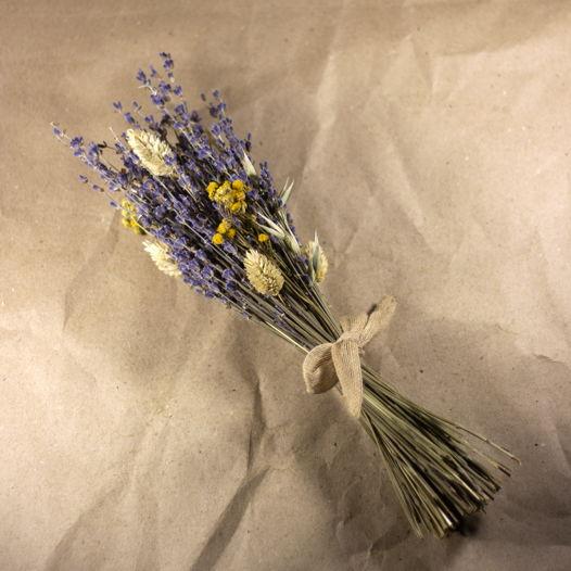 Букет из лаванды, овса и сухоцветов