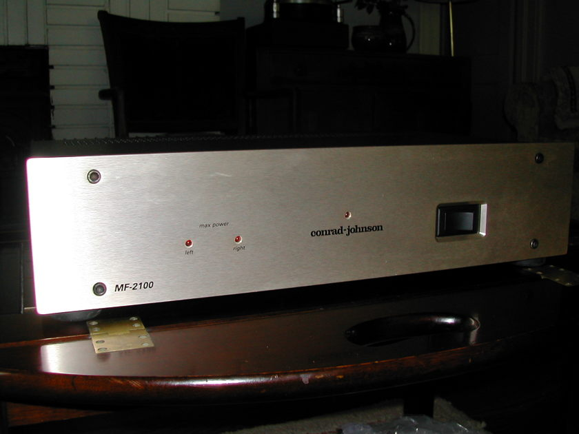 Conrad Johnson MF2100 solid state power amp