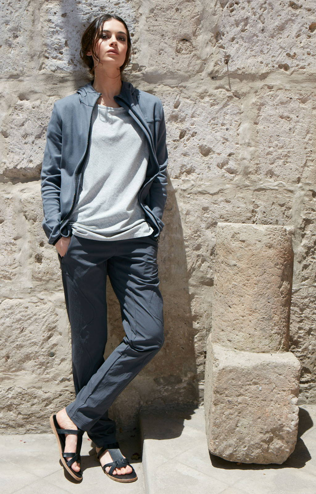 CALM - THE ULTIMATE TRAVELER'S PANTS GREY