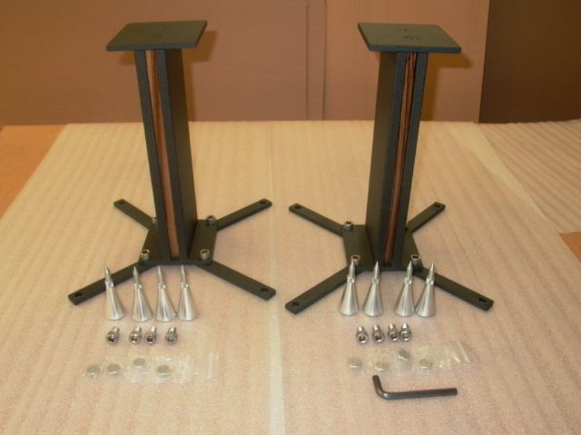 pARTicular Duetto, one of a kind loudspeaker stand, we can customize the top plate to your loudspeaker