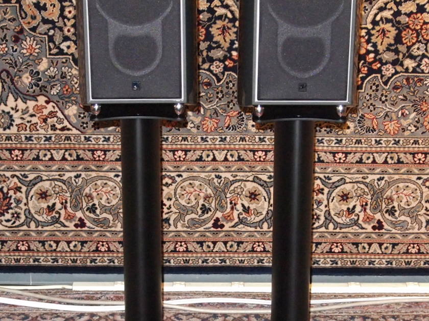 KEF XQ-1 with factory stands mint