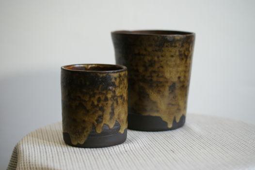 Пара кашпо ручной работы из черно-коричневой глины