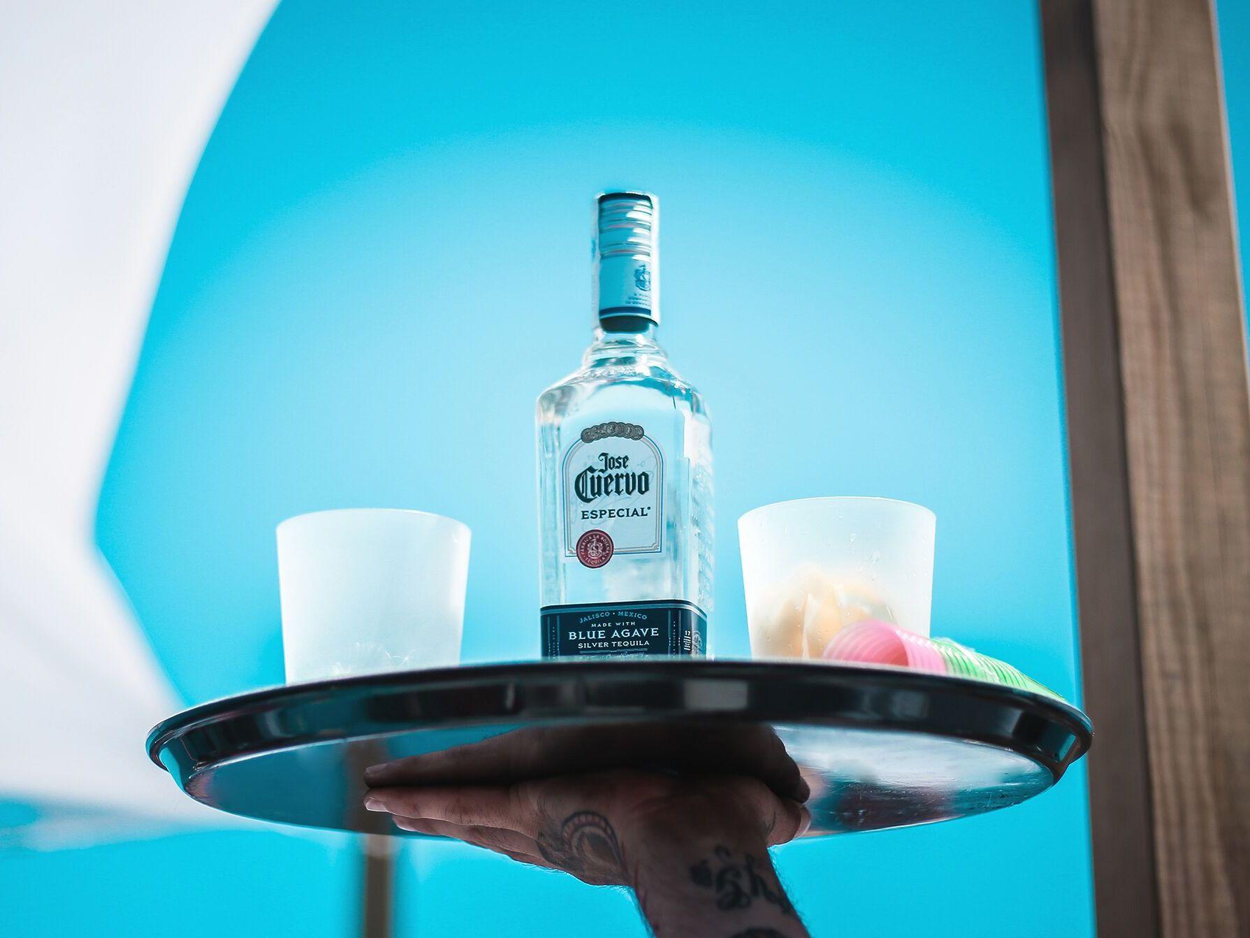 Barra ibre fiestas en barco en Ibiza