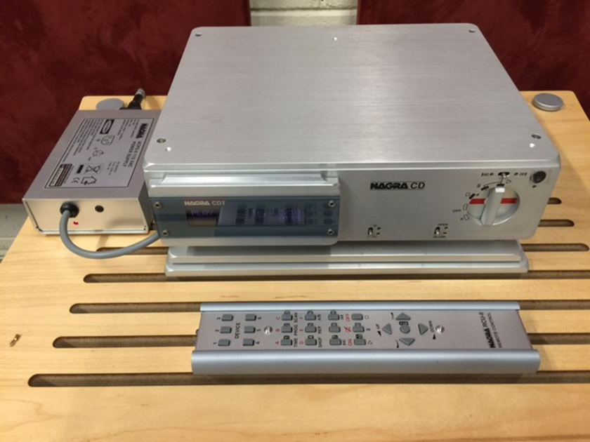 Nagra CDT with VFS Nagra CDT with VFS Silver Finish with remote and external power supply.