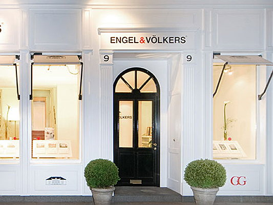 Hamburg - The real estate shop in Hamburg Eppendorf as an example of our memorable corporate identity