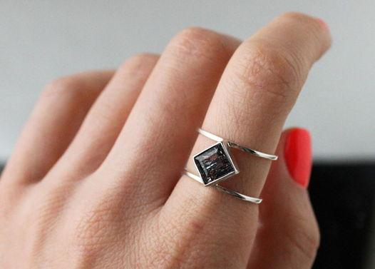 Серебряное кольцо с уникальным, редким камнем Мелоди (Супер 7)