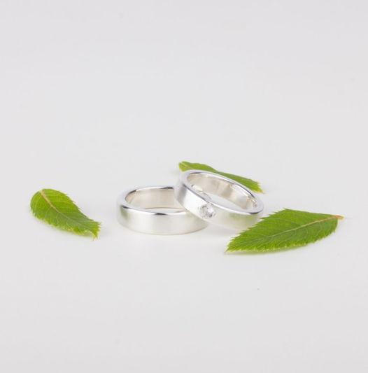Серебряные обручальные кольца «Дымка» с горным хрусталем