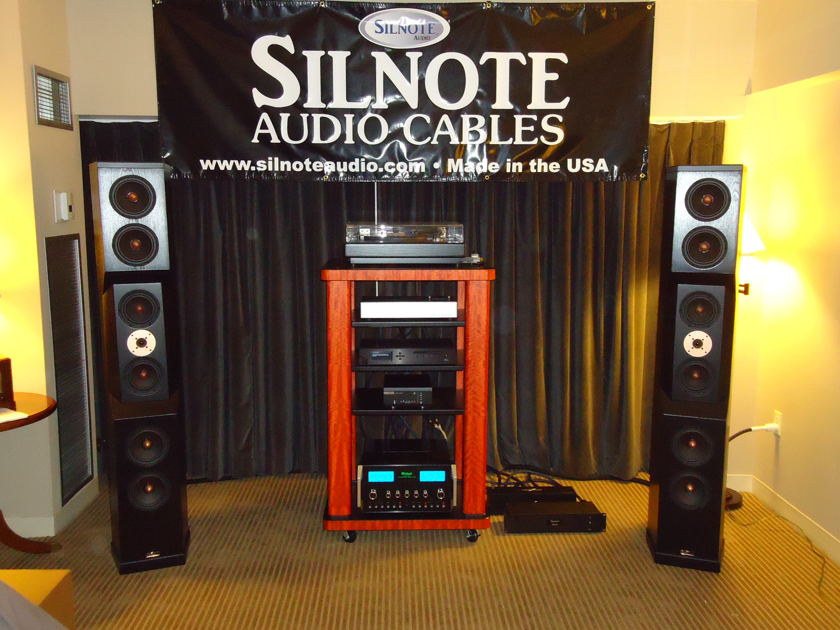 SILNOTE AUDIO   1.5 meter Morpheus Reference XLR Triple Balanced Ultra Pure Solid Silver / 24k Gold  World Class Silnote Audio Cables