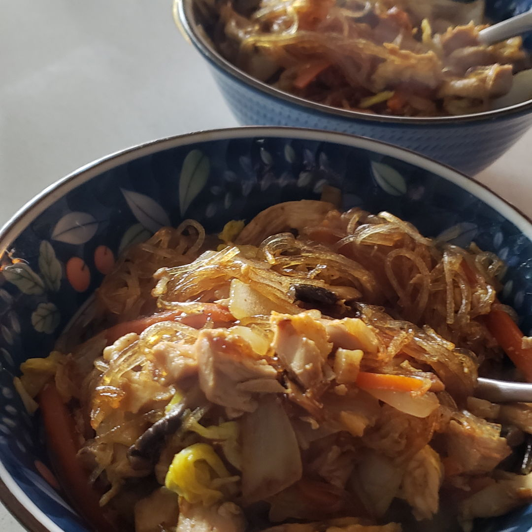 Mung bean noodles w stir fried chicken and vegetables
