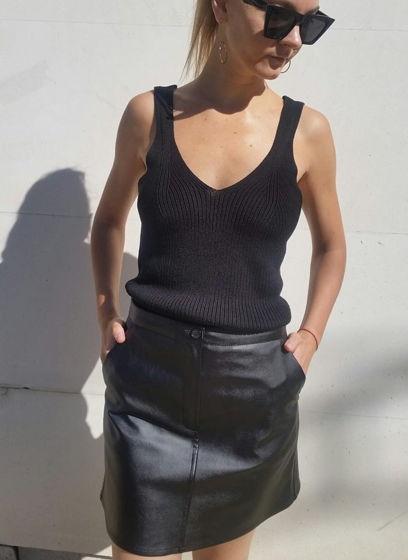 Черная мини юбка из эко-кожи