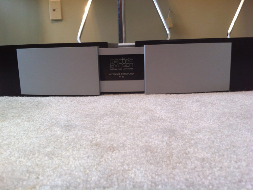 Mark Levinson No 32  Reference Preamplifier and Controller