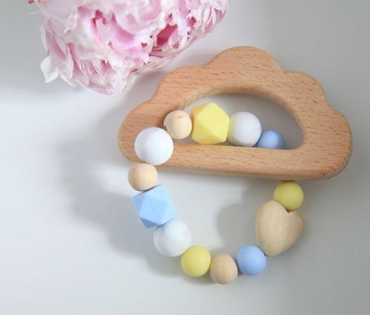 """Грызунок """"Облачко""""  из разноцветных бусин (пищевой силикон) и дерева."""