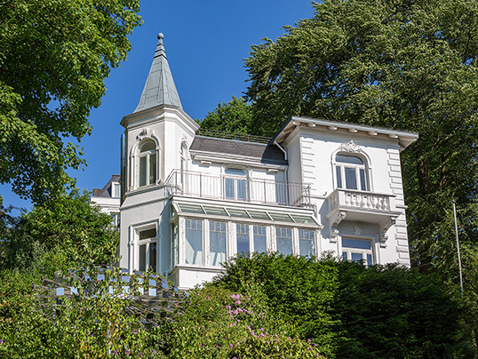 Hamburg - Old homes offer benefits for investors. Read our tips to find the finest real estate.