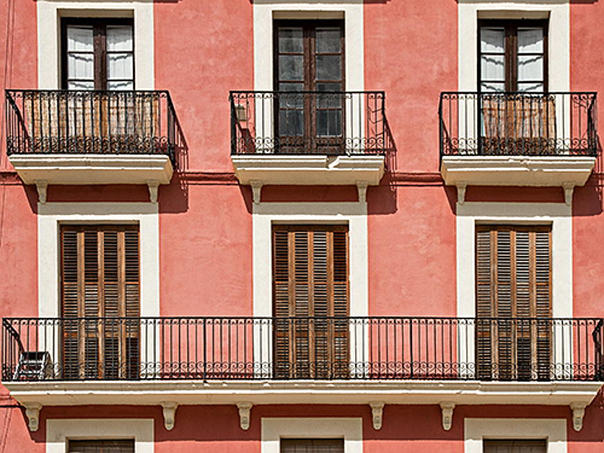 "Trento - Discover ""Living Coral"", the trend colour 2019 of the Pantone Colour Institute! These interior design tips show you how best to use the colour in your home."