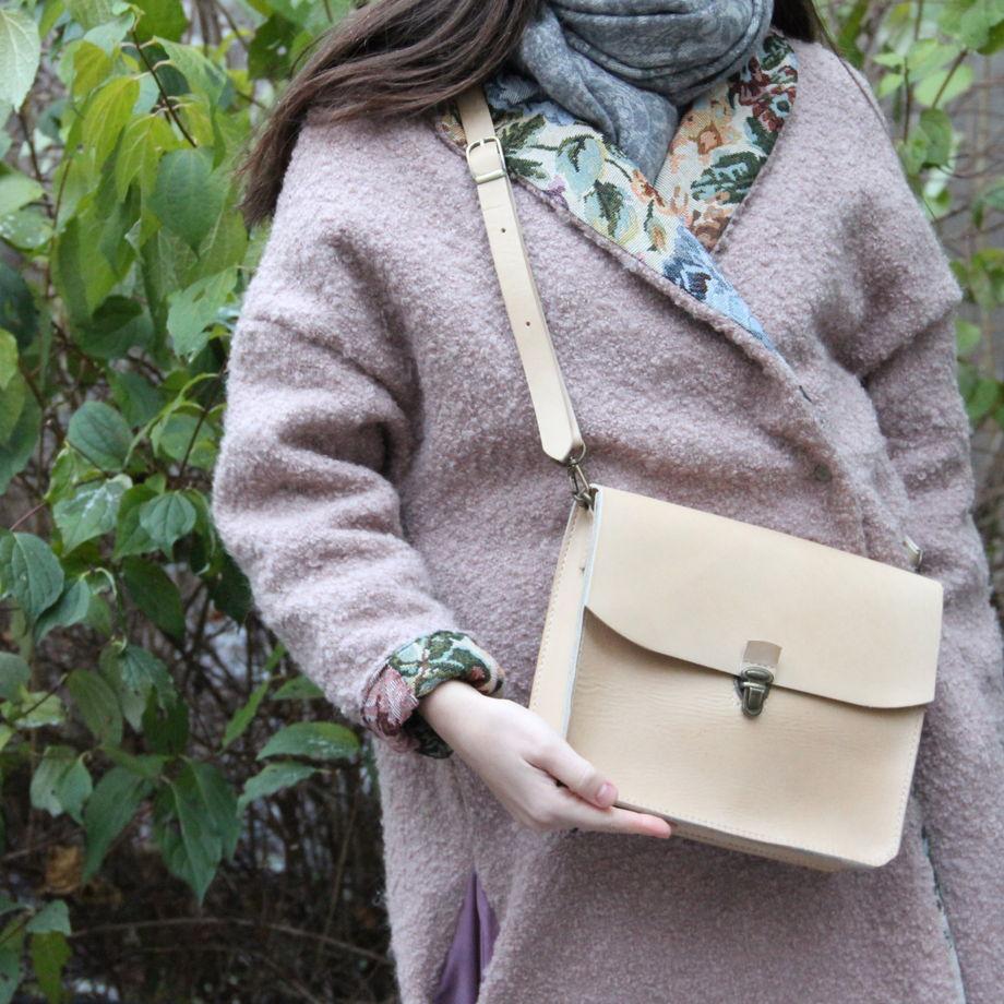 Женская кожаная сумка бежевая