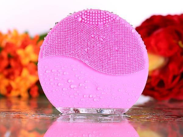 brosse visage silicone massante nettoyante points noirs rides anti age pores dilatés demaquillant