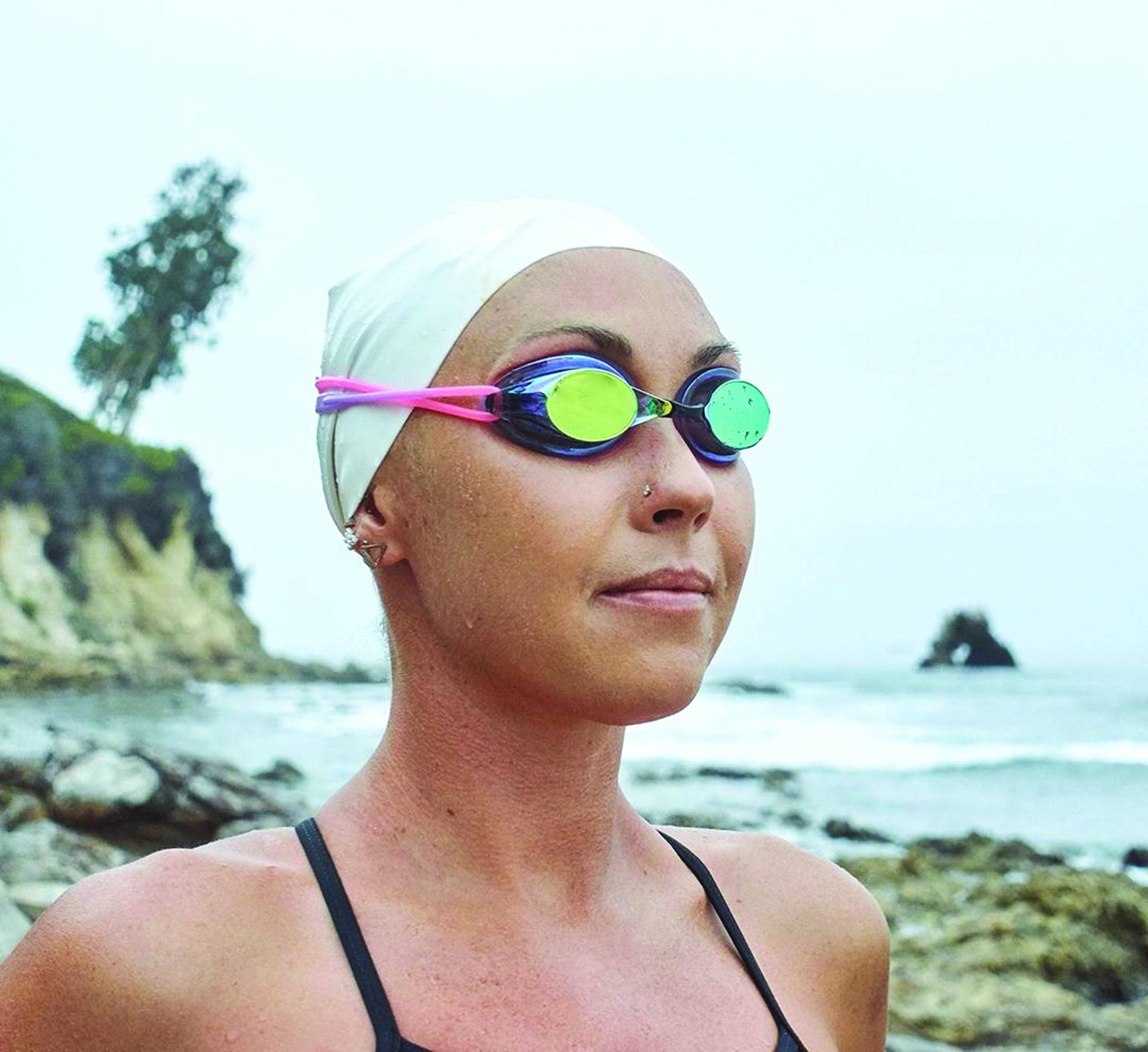 Swimmer wearing a missile swimming goggle