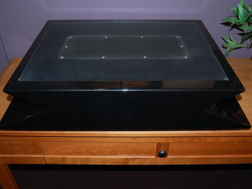 Wilson Audio Mezzo Center ch. stand in obsidian black