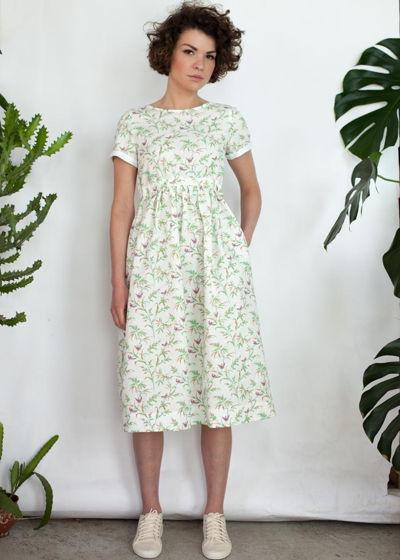 Льняное платье с птицами и цветами