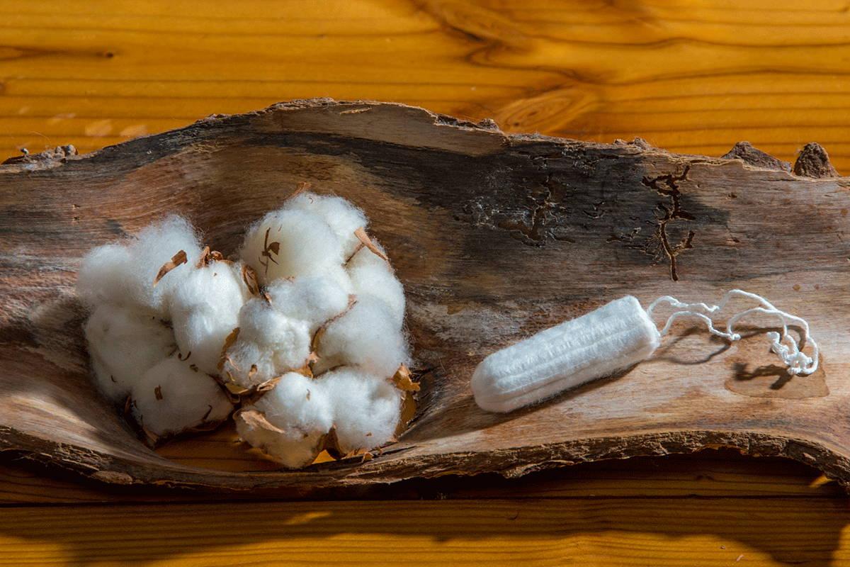 Unser natürlicher Tampon besteht aus 100% Bio-Baumwolle! Frei von Chemie oder anderen Schadstoffen