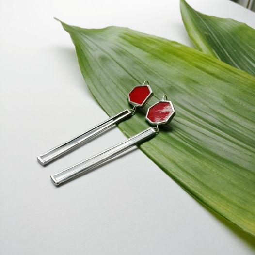 Серьги палочки из стекла красные