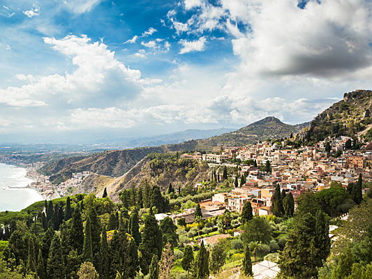 Visp - Real estate in Sicily is becoming more expensive: High demand from abroad for first and second homes is boosting the market.