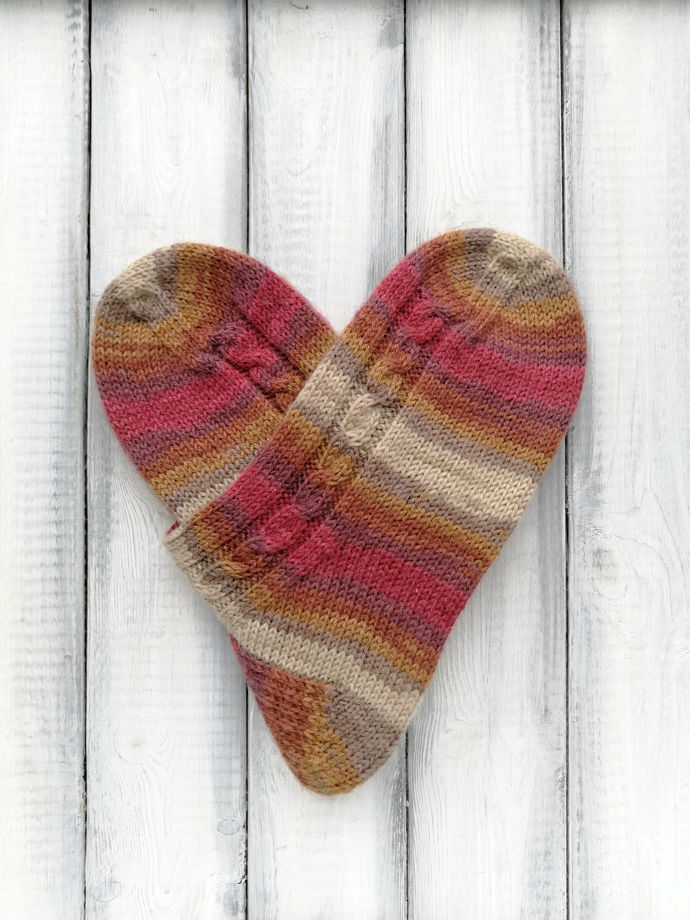 Шерстяные носки со жгутом ручной работы