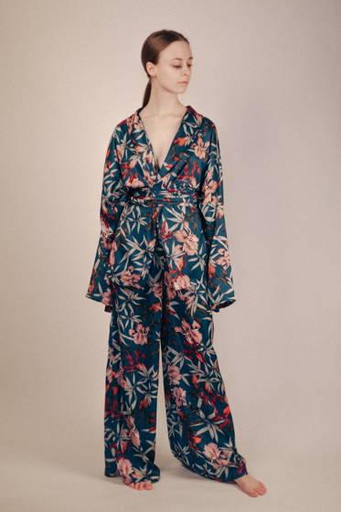 Шелковый летний костюм-кимоно с ирисами