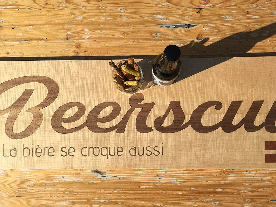 notre signalétique bois a été créée spécialement pour le biscuit apéro recyclé Beerscuit