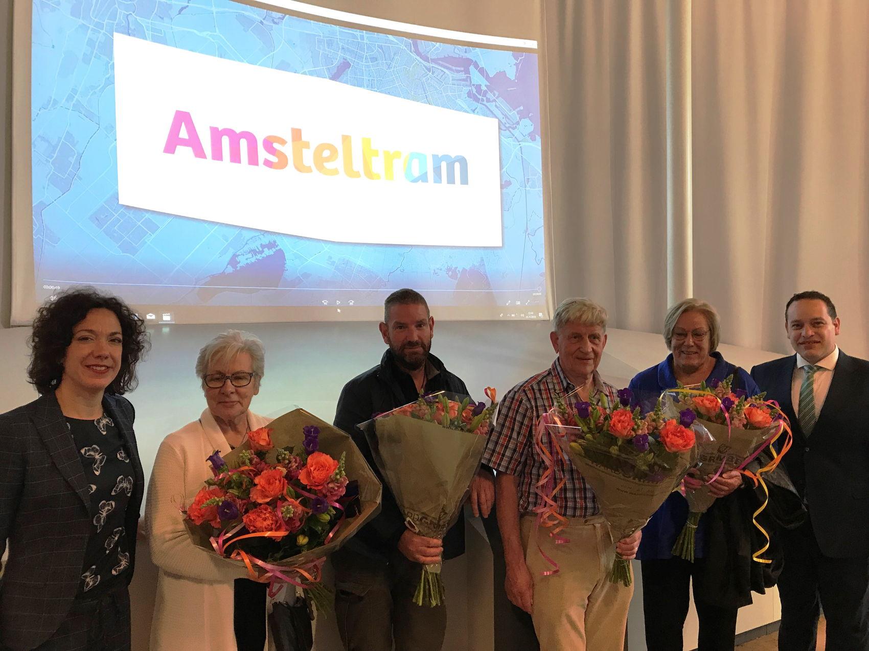 De winnaars tezamen met wethouders Polak van Uithoorn en Veeningen van Amstelveen waren woensdag 25 april allemaal aanwezig bij de onthulling van de nieuwe naam en bijbehorende huisstijl.