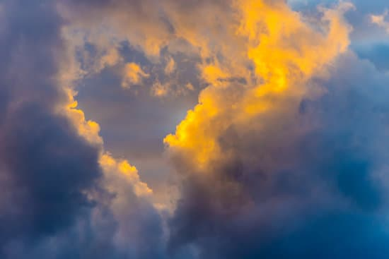 canva-heart-in-the-sky-at-sunset-along-the-southern-italian-mediterranean-coast-MADNm88e0lk.jpg