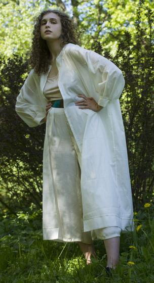 Легкий плащ-халат с поясом