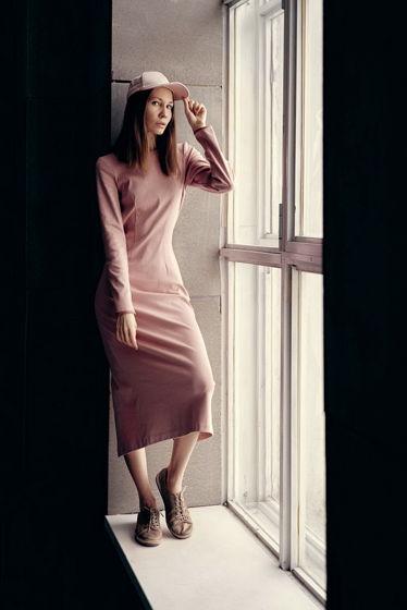 Платье-футляр с разрезом сзади all4escape