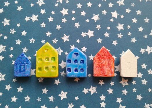 Брошки Цветные домики