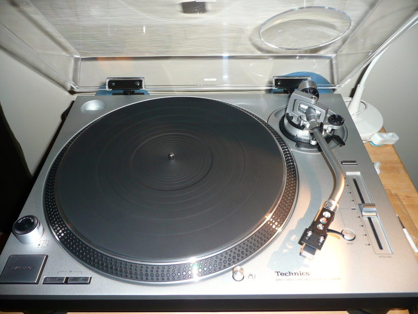 Technics SL-1200GR & Audio Technica AT440MLb - NO PayPal fee